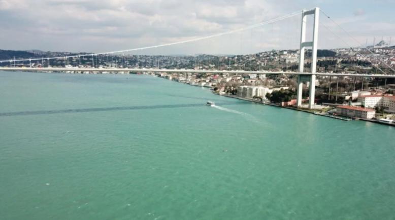 İstanbul boğazı turkuaz oldu